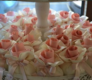 Sacchetto con rosa colore cipria