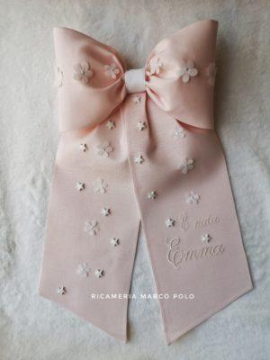 Fiocco semplice con fiori e stelle rosa