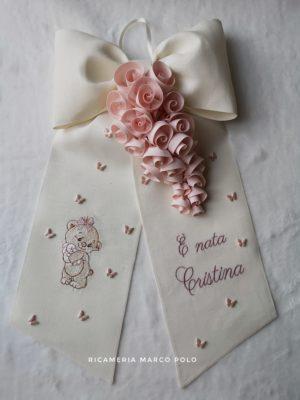 Orsetto con coniglietto e tralcio di rose