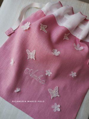 Sacca in lino rosa scuro, con fiori e farfalle