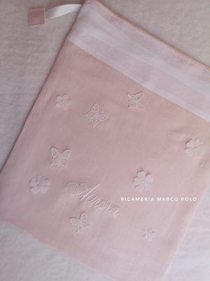 Sacca in lino rosa chiaro con fiori e farfalle