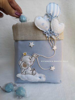 Elefante su nuvola e tre palloncini