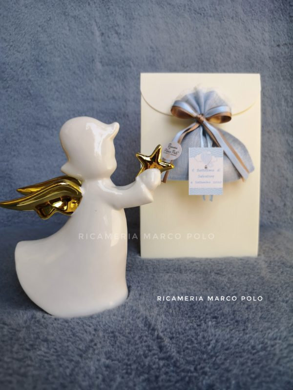 Angelo in porcellana bianca, ali e stellina bagno oro