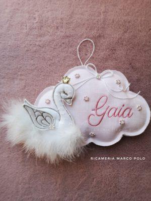 Nuvola con cigno rosa confetto chiaro, ricamo rosa antico