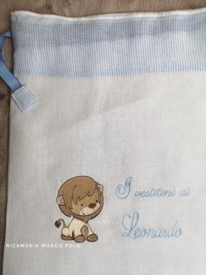 Leoncino su lino bianco