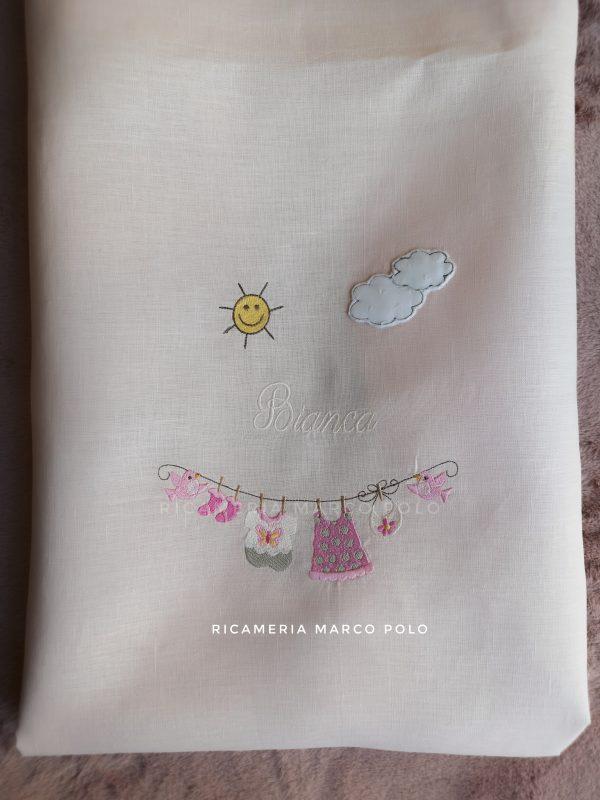 Copertina sacco piumone, panni stesi su lino rosa cipria