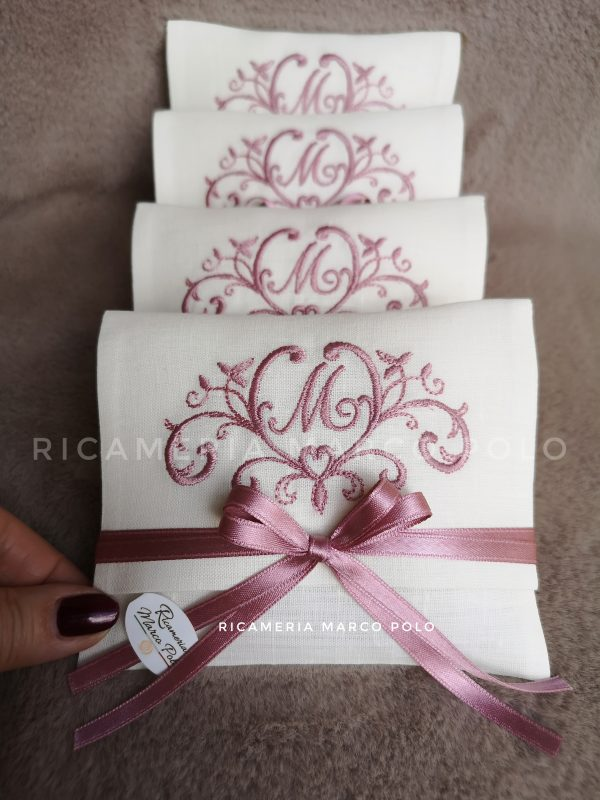 Bustina principessa rosa antico su lino panna