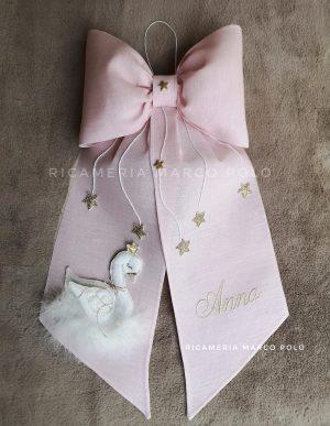 Cigno rosa confetto chiaro, con ricamo e stelle oro