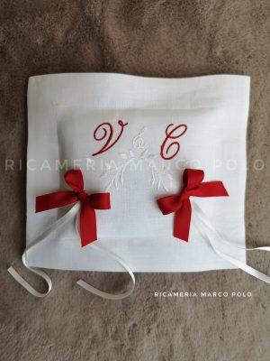 Portafedi quadrato in lino bianco, con ricamo bianco e rosso